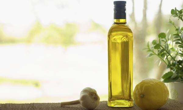 11 ประโยชน์ที่พิสูจน์แล้วของน้ำมันมะกอกบริสุทธิ์
